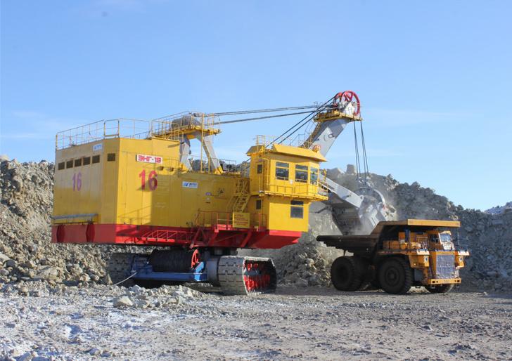 Экскаватор ЭКГ-18 введён в строй на угольном разрезе в Якутии