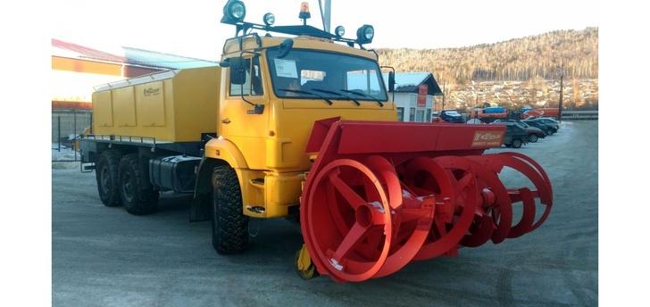 На базе полноприводного шасси КАМАЗ-43118 изготовлена снегоуборочная машина