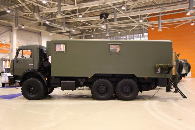 Подвижный пункт управления главнокомандующего ВВ МВ РФ Машина управления на базе КАМАЗ-43118