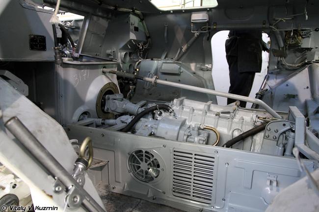 Салон БТР-80 в процессе сборки .