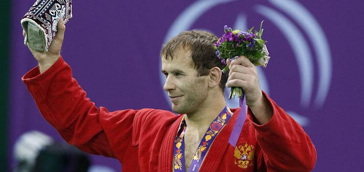 Российские самбисты завоевали четыре золотые медали во второй день чемпионата мира