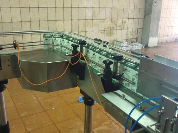 Автоматизированный конвеер на производстве молока.  Позволяет. выпускать. готовой продукции. в сутки огромное.