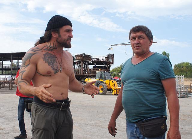 Александр Залдостанов на стройплощадке