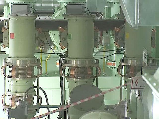 """Емкости наполнены негорючим соединением серы и фтора.  В инновационном центре  """"Сколково """"...  На глубине 12 метров и с..."""