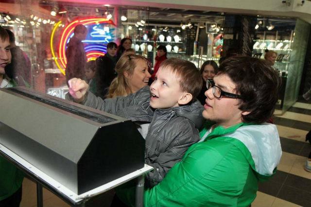 Необычный дисплей особенно нравится детям (фото Displair).
