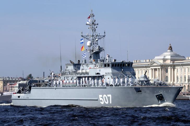 В Главном военно-морском параде впервые в истории российского флота принял участие робот