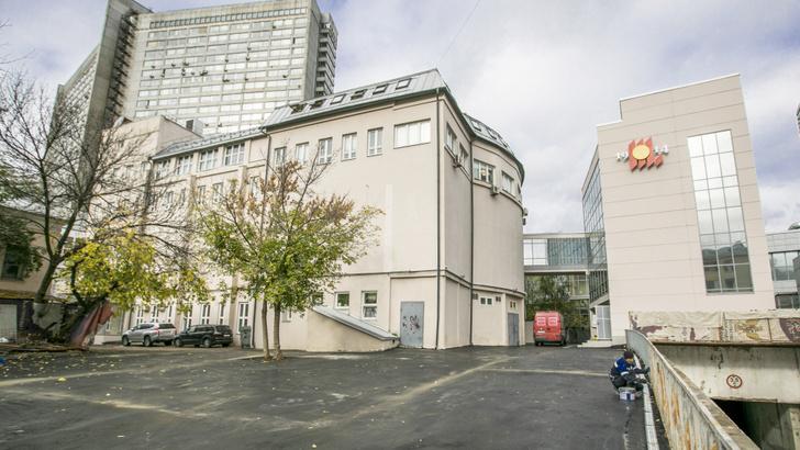 В свой 106-й день рождения Театральный институт имени Бориса Щукина получил новый корпус (на фото справа)