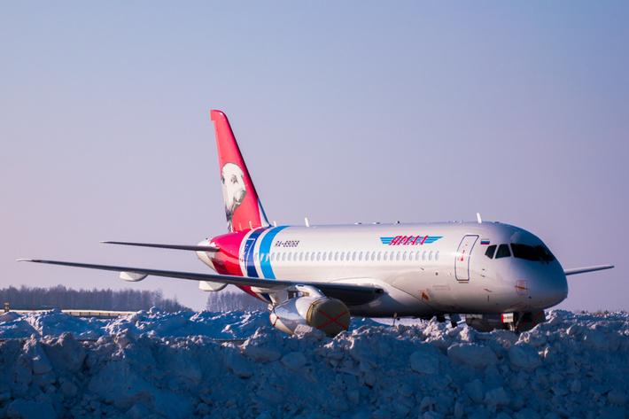 Фото © Артема Барсукова: SU95 в аэропорту Рощино.