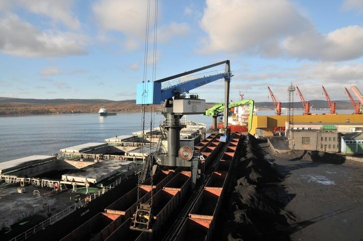 Компания «ЕвроХим» начала перевалку удобрений Группы «Акрон» на Мурманском балкерном терминале