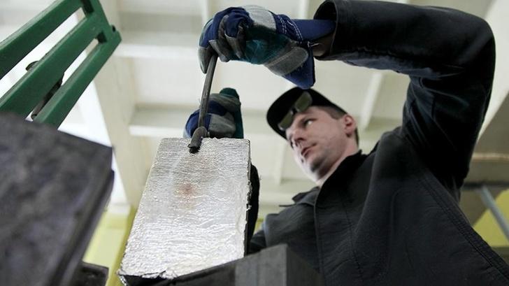 Отлив палладия в цехе аффинажного производства