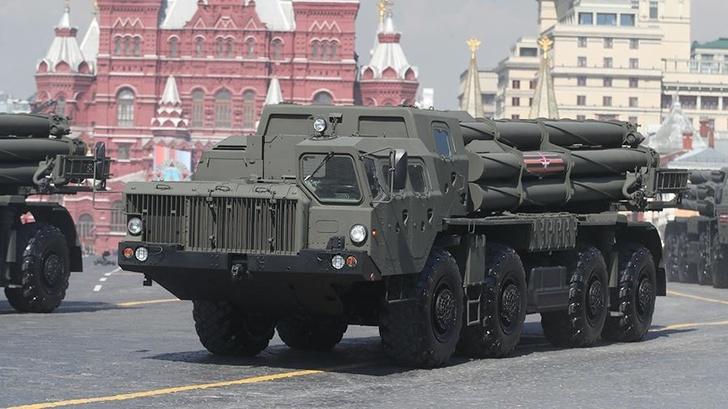 РСЗО «Смерч» во время военного парада, посвященного 74-й годовщине Победы в Великой Отечественной войне, на Красной площади