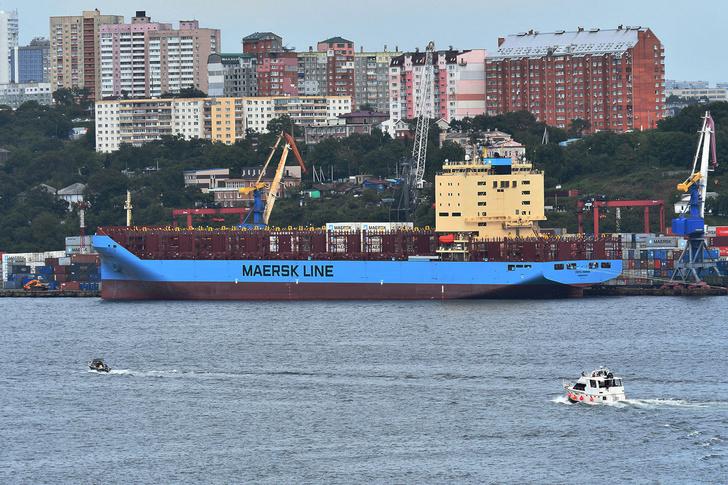 Контейнеровоз Venta Maersk во Владивостоке перед отплытием в Арктику