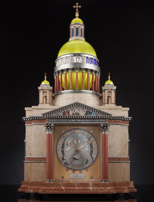 Часы воплощают образ Исаакиевского собора