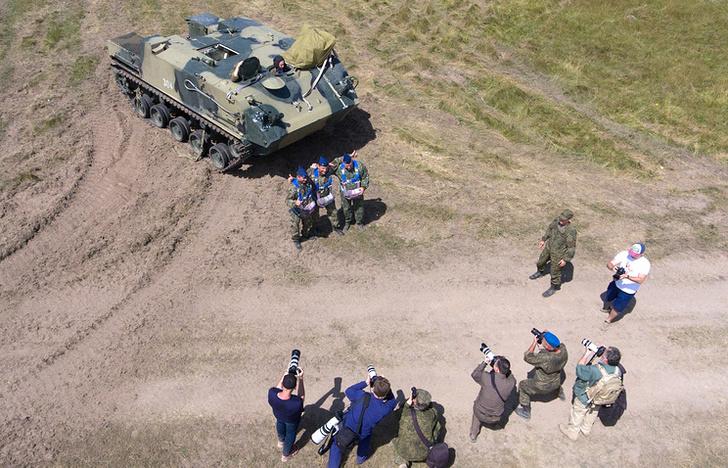 БТР-МДМ с экипажем впервые десантировали в ходе учений ВДВ под Рязанью