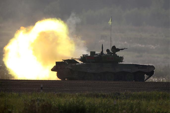 Экипаж команды из Белоруссии на танке Т-72Б3
