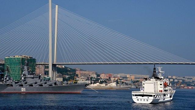 Золотой мост через бухту Золотой Рог во Владивостоке. Архивное фото