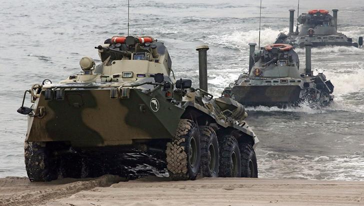 Каспийская флотилия получила еще три десятка новых БТР-82А