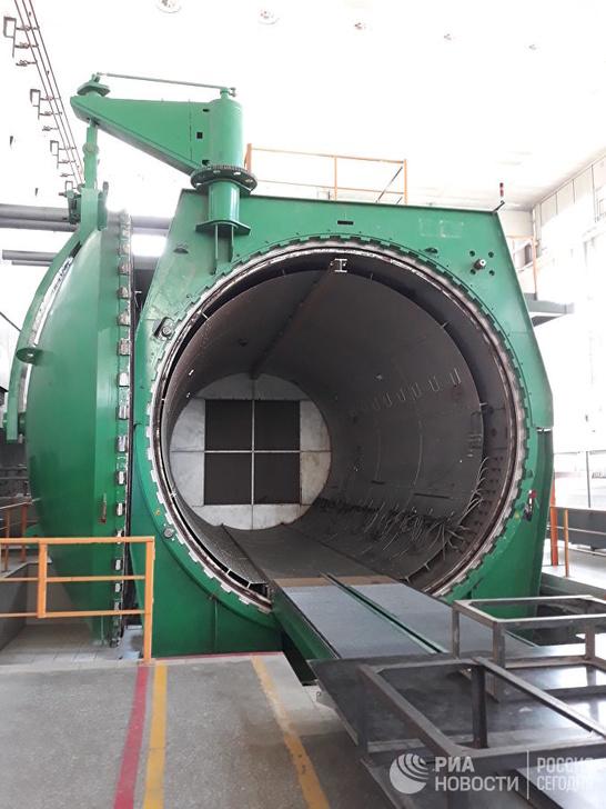 Автоклав, где углепластиковая деталь выдерживается при температуре 160-180 градусов