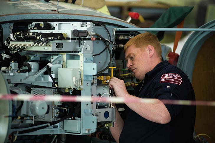 Монтаж радиоэлектронного оборудования разведывательно-ударного вертолета Ка-52