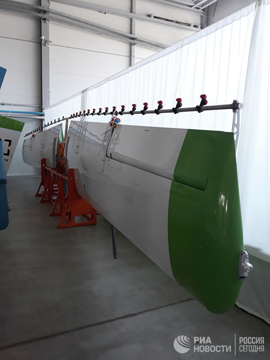 Углепластиковые крылья и 12-ти метровый лонжерон самолёта Т-500