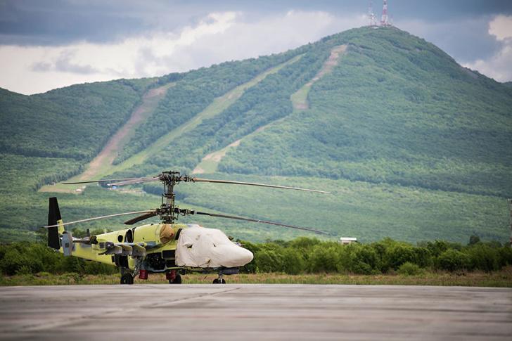 Вертолет Ка-52 на площадке возле летно-испытательной станции