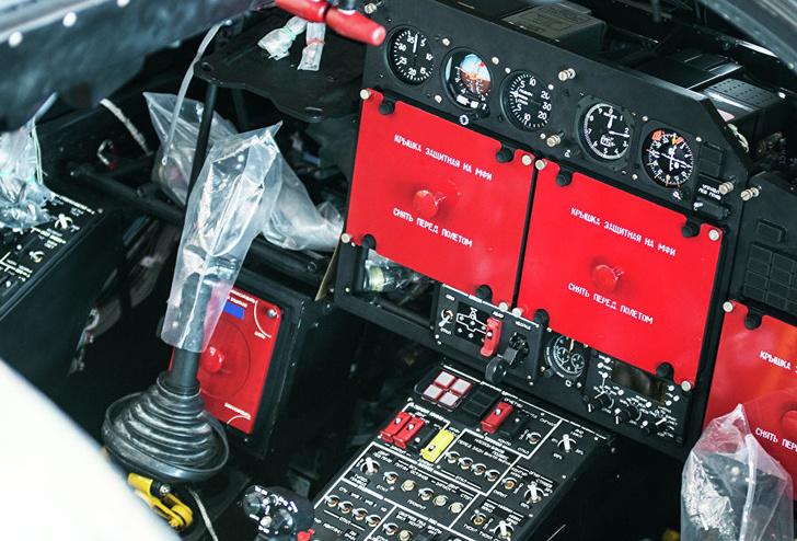 Кабина экипажа разведывательно-ударного вертолета Ка-52 «Аллигатор»