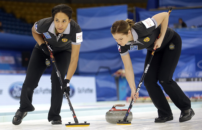 Нкеирука Езех (слева) и Маргарита Фомина на чемпионате мира 2017 года