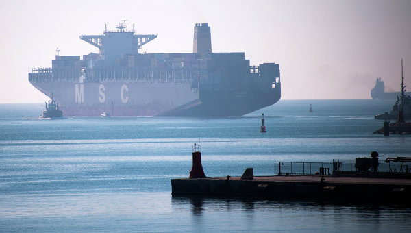 Корабль в порту