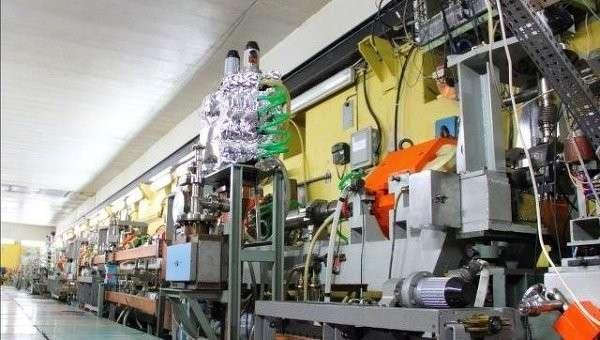 Ускоритель электронов и позитронов, (с) фото РАН