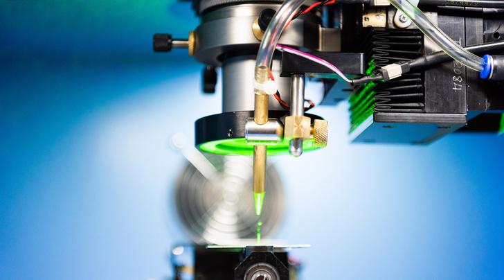 Лазерная резка по алмазу: удаление наростов по бокам синтетического кристалла © НИТУ «МИСиС»