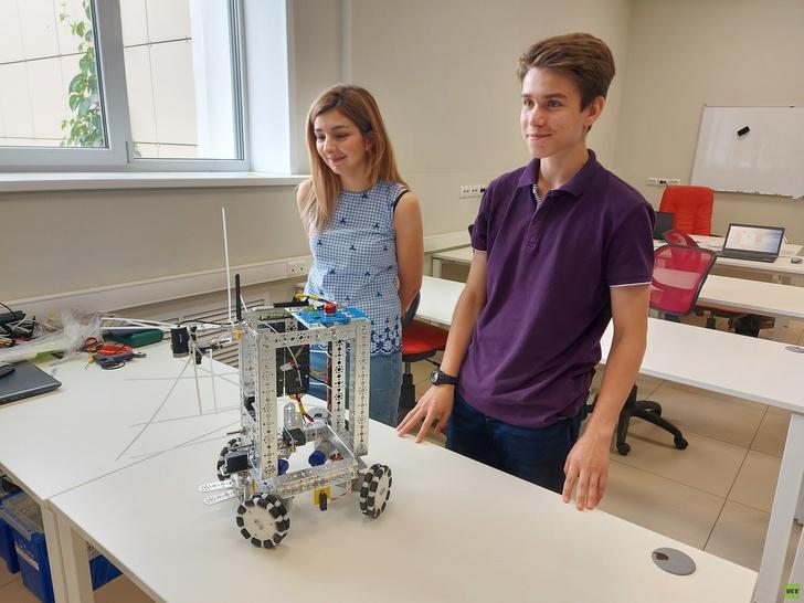 Y2RuaS5ydC5jb20vcnVzc2lhbi9pbWFnZXMvMjAyMS4wNi9vcmlnaW5hbC82MGRjODg3YWFlNWFjOTI1Y2IwMzUyMWYuanBnP19faWQ9MTQyMTYz Победы школьников и студентов из России на международных соревнованиях по робототехнике