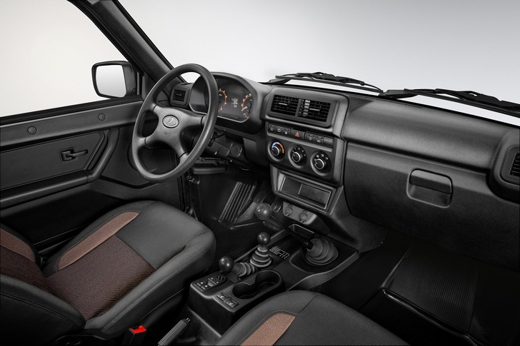 https://cdnimg.rg.ru/pril/article/179/62/92/LADA_4x4_Urban_Interior.jpg