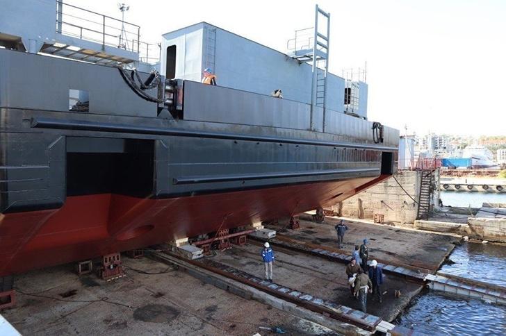 "На СЗ ""Севморзавод"" спущен на воду плавкран ""ПК-400 ""Севастополь"""