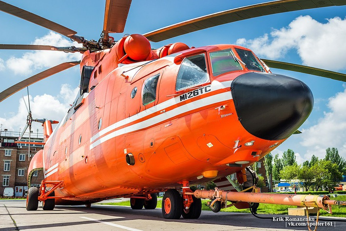 """Данный вертолет Ми-26 с серийным номером 31-02 долгое время находился на """"Роствертоле"""" в недостроенном виде, и только в 2015 году был достроен как Ми-26ТС по новому контракту с Flying Dragon Aviation. Фото © Ерик Романенко / aviaforum.ru"""