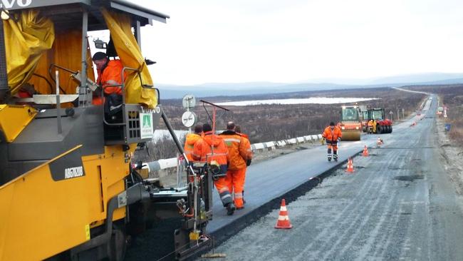 Этим летом на Кольском полуострове заменили асфальтовое покрытие на более протяжённой дистанции автодорог, чем во всей Северной Норвегии (фото: Томас Нильсен)