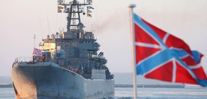 Большой десантный корабль (БДК) «Калининград» в военной гавани Балтийска.
