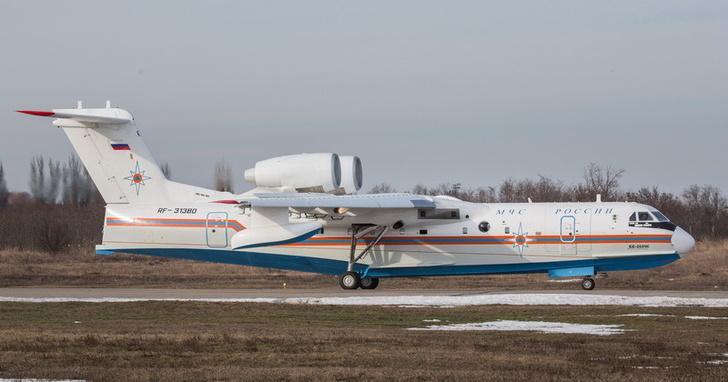 Поднялся в воздух очередной серийный самолет-амфибия Бе-200ЧС