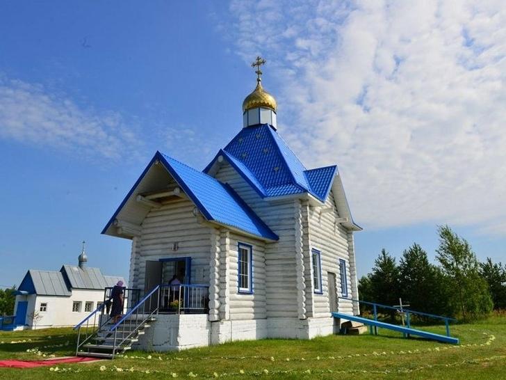Митрополит Александр освятил новый храм в Малом Полпино