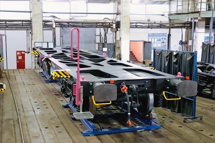 Четырехосные вагоны-платформы Sgmmns производства НПК «ОВК» для польской компании Laude Smart Intermodal S.A.