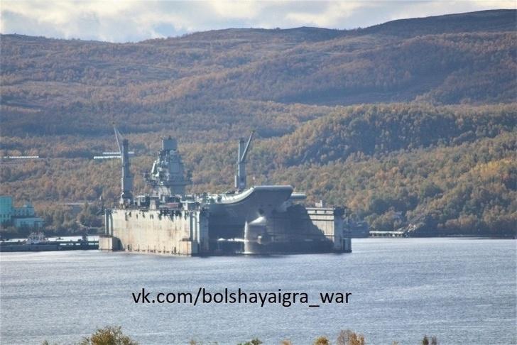 Авианосец «Адмирал Кузнецов» в плавучем доке