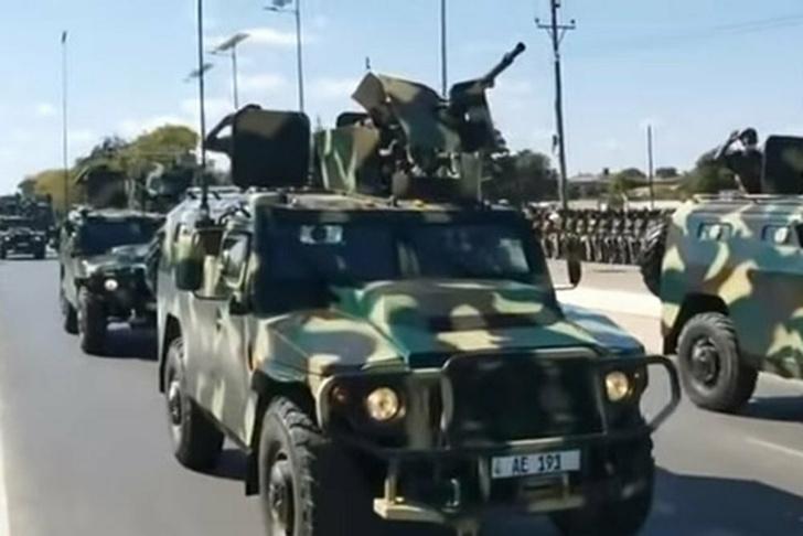 Тигры с КПВ на параде в Лусаке (столица Замбии) 13 июня 2021 года