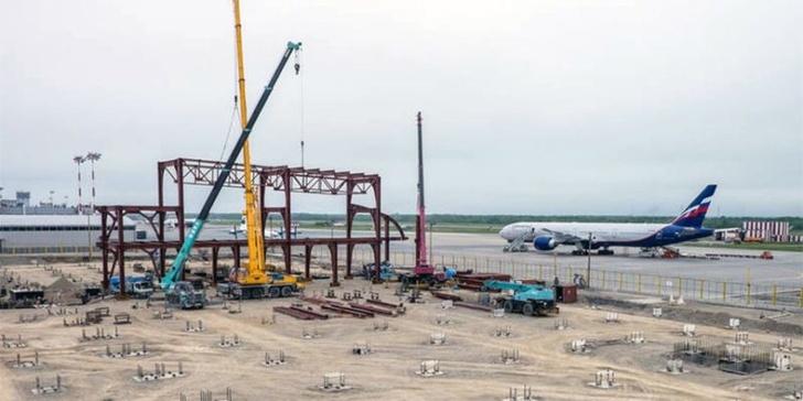 В аэропорту Южно-Сахалинска приступили к установке каркаса нового терминала