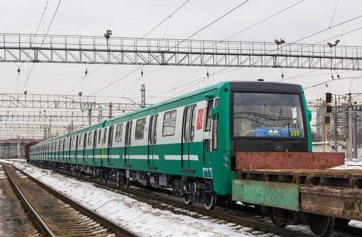 Санкт-Петербург получил ещё 3 состава метро