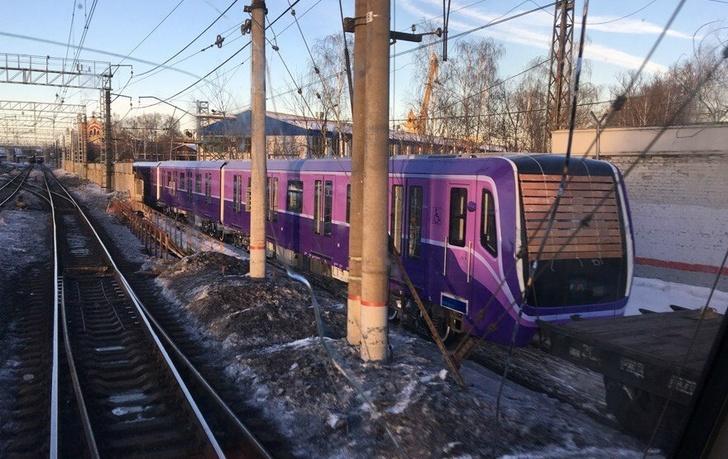 Первый поезд метро модели 81-765/766 для Баку