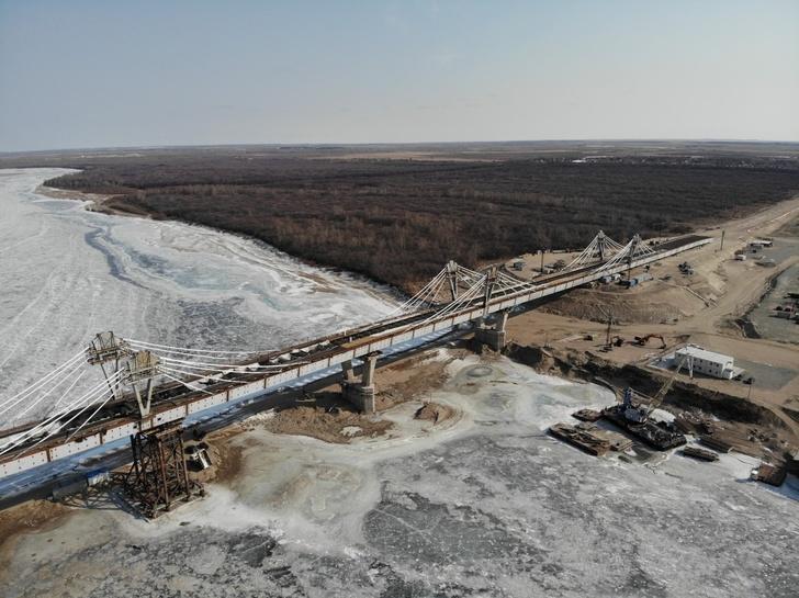 Строительство автомобильного моста через Амур