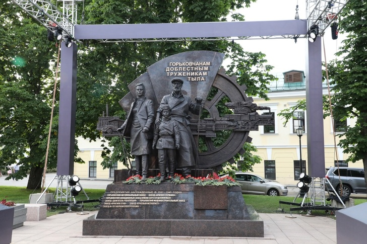 Памятник «Горьковчанам— доблестным труженикам тыла» открыт вНижегородском кремле