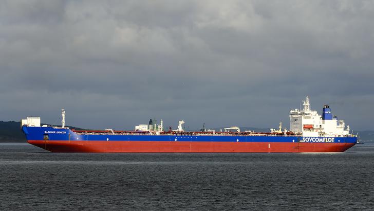 9 июня 2008 года арктический челночный танкер «Василий Динков» вышел в первый рейс
