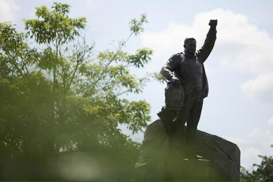 Президент Венесуэлы получил в подарок от России памятник