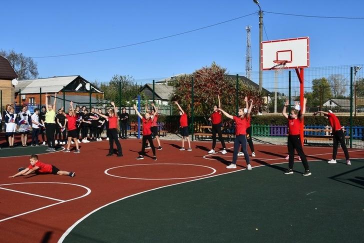 Власти муниципалитета открыли новые спортплощадки вЧернянке инаКрасном Острове - Изображение 19