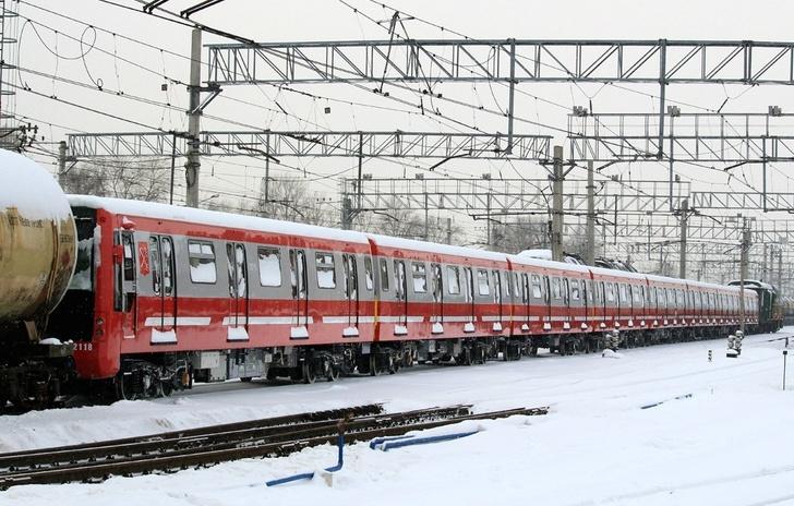 Очередная пара составов для метро Санкт-Петербурга